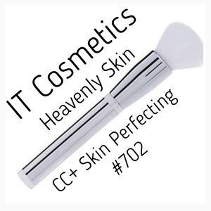 It Cosmetics CC Skin Perfecting Brush 702